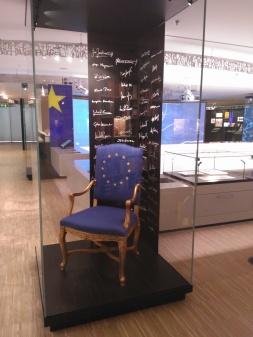 """El """"trono"""" europeo -firmas no espadas"""